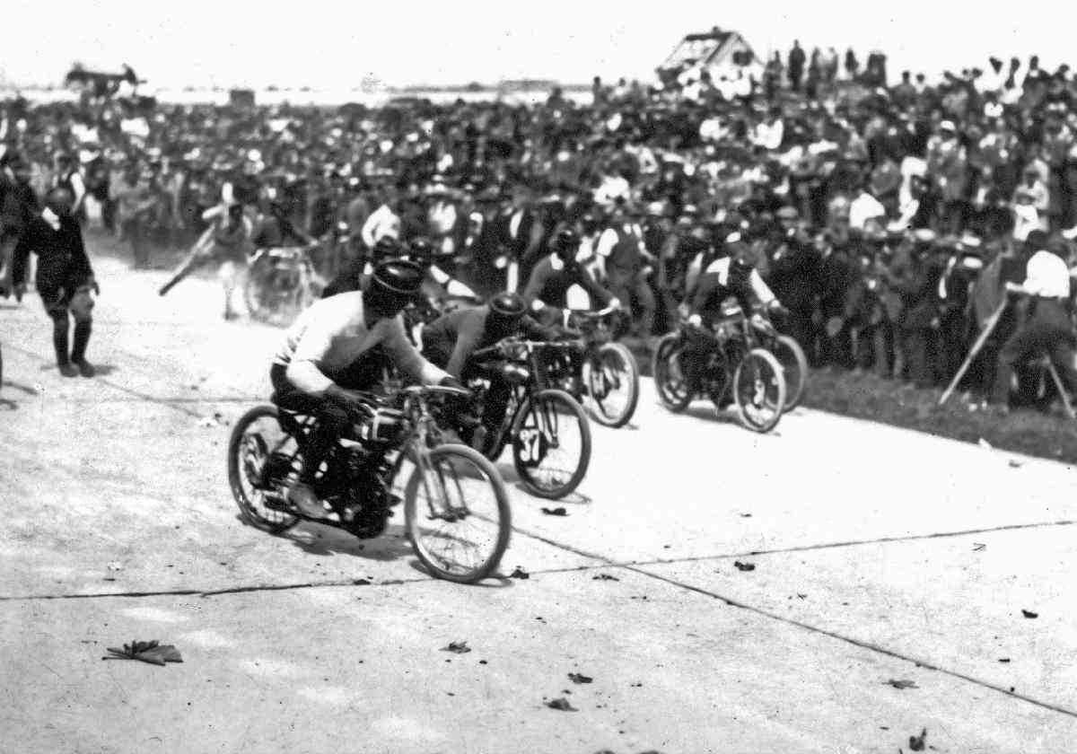 Πότε και πού έγιναν οι αγώνες αυτοκινήτου πριν 100 χρόνια ;